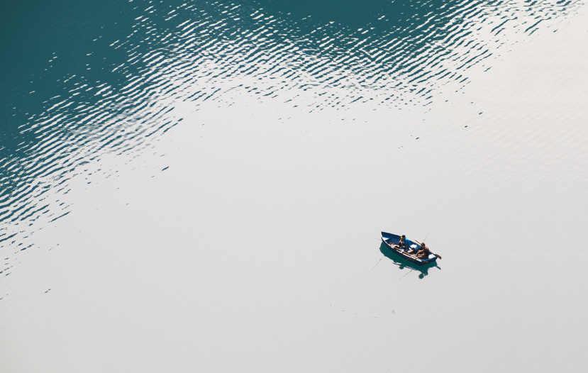 action-boat-fish-247487.jpg