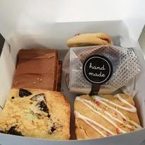 Treat Box - 5 peices of cakes
