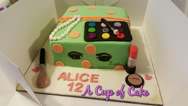 Zoella Make up Cake