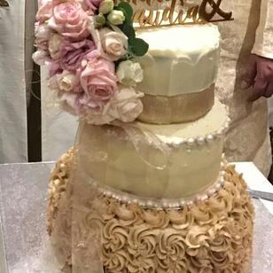 3 tier wedding cake.