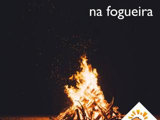"""Como falar """"por lenha na fogueira"""" em inglês?"""