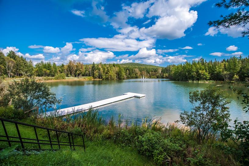 Le lac et son quai