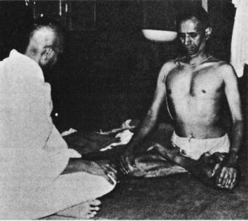 Srí K. Pattabhi Jois & André Van Lysebeth, Mysore India, 1964