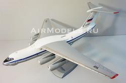 Модель самолета ИЛ-76 (Масштаб 1:72)