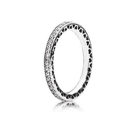 טבעת טניס משובצת בעיטור לבבות