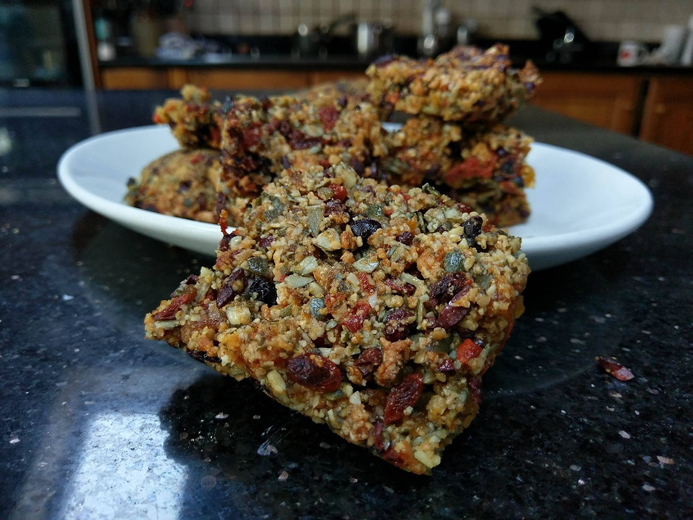 Healthy breakfast bar recipe with goji berries and cacao!