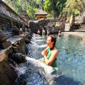Cérémonie de purification à BALI le 17 juillet 2020 - Temple de Tirta Empul