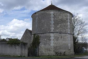 1200px-Pigeonnier_de_la_ferme_de_La_Carrée,_à_La-Ville-aux-Dames.JPG