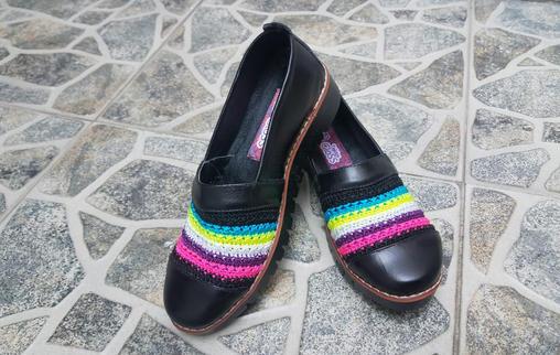 Calzado dama en cuero y tejido crochet