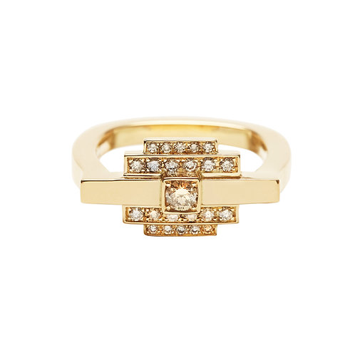 18k yellow gold ring set with 0.27 ct champagne-color diamonds