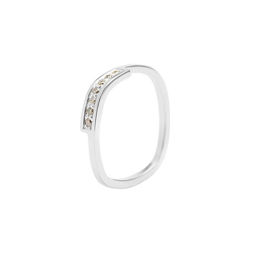 18k white gold square ring set with 0.07 ct champagne-color diamonds