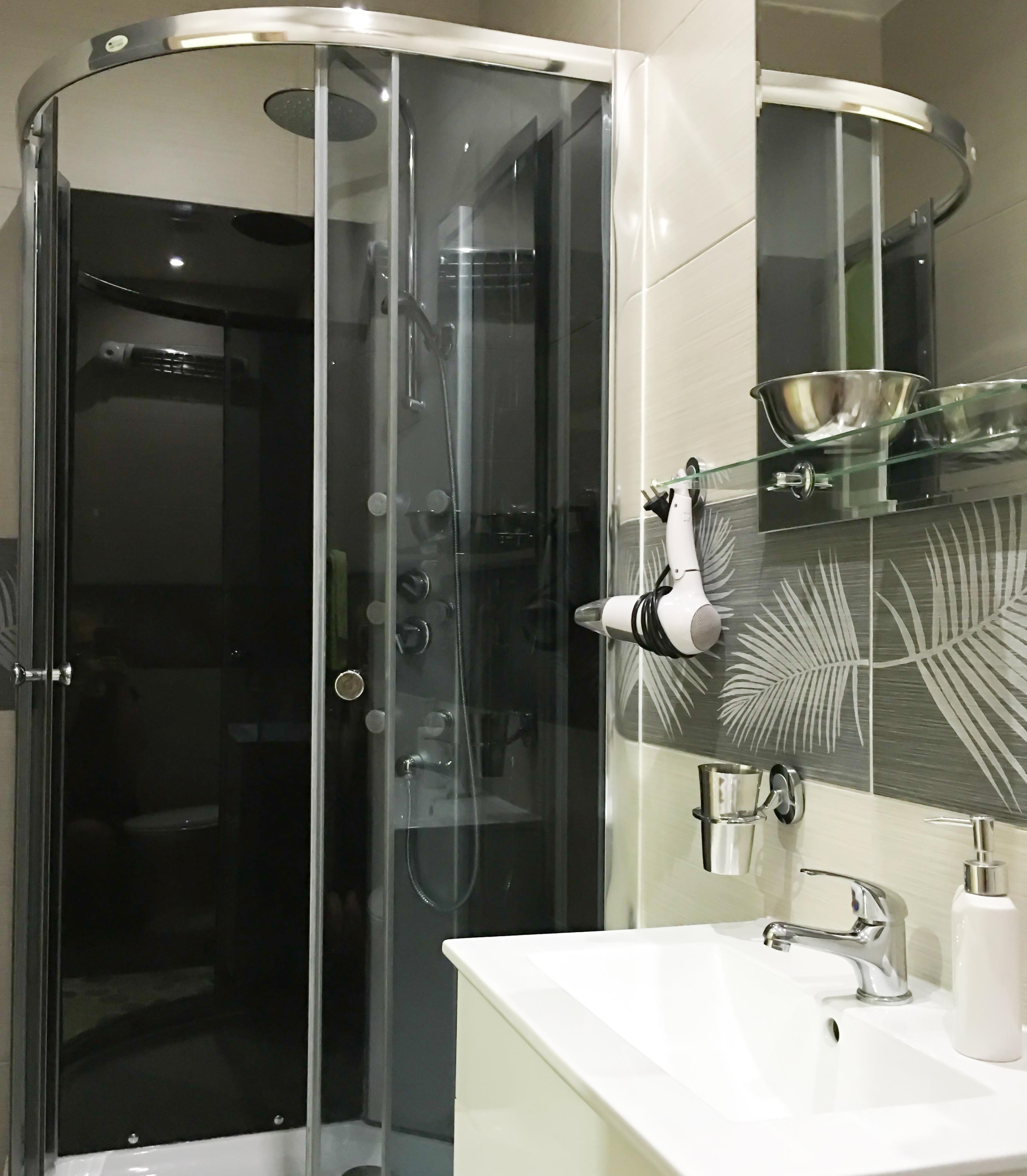 room 15 bath