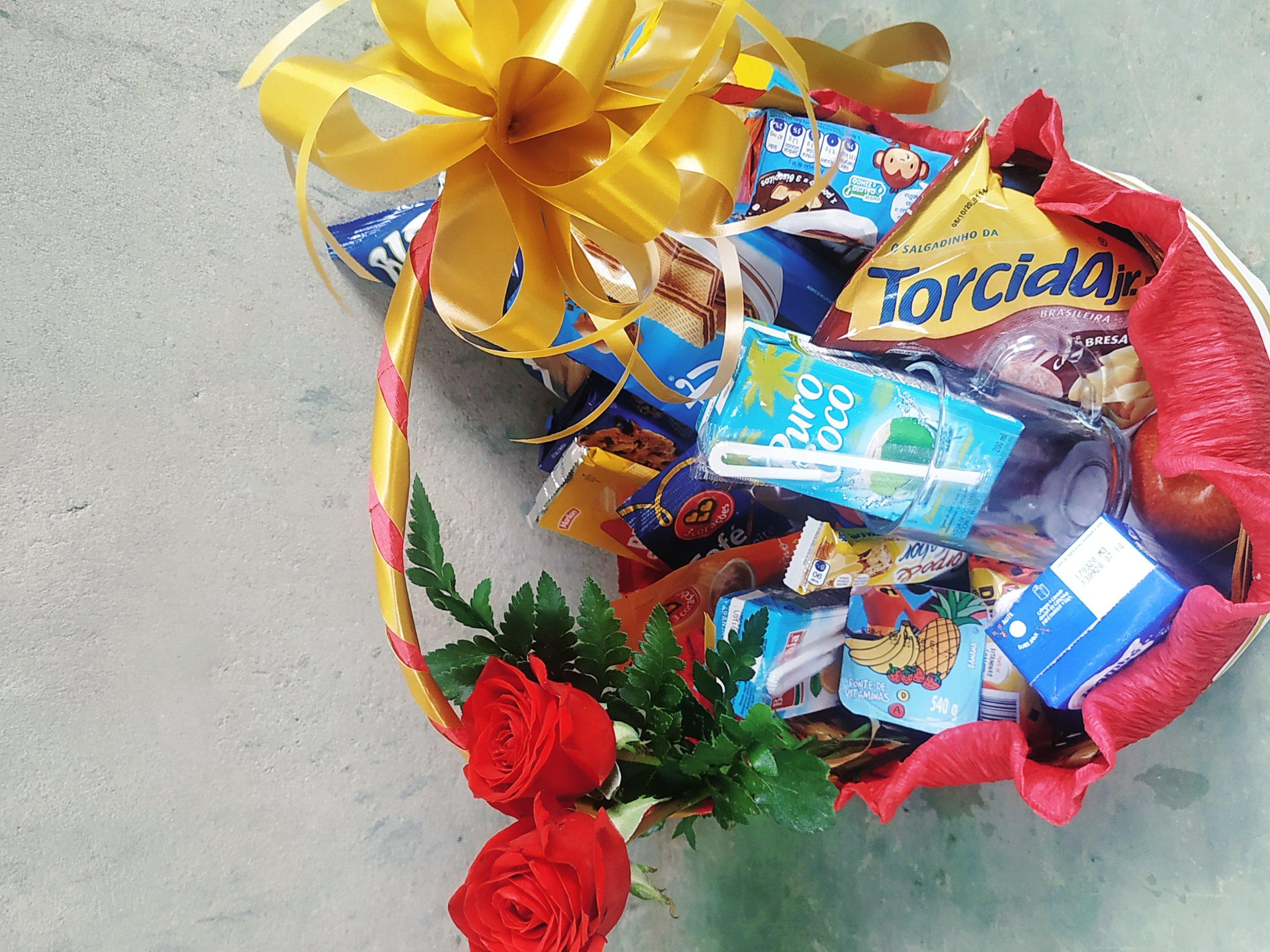 cesta c flor R$ 180