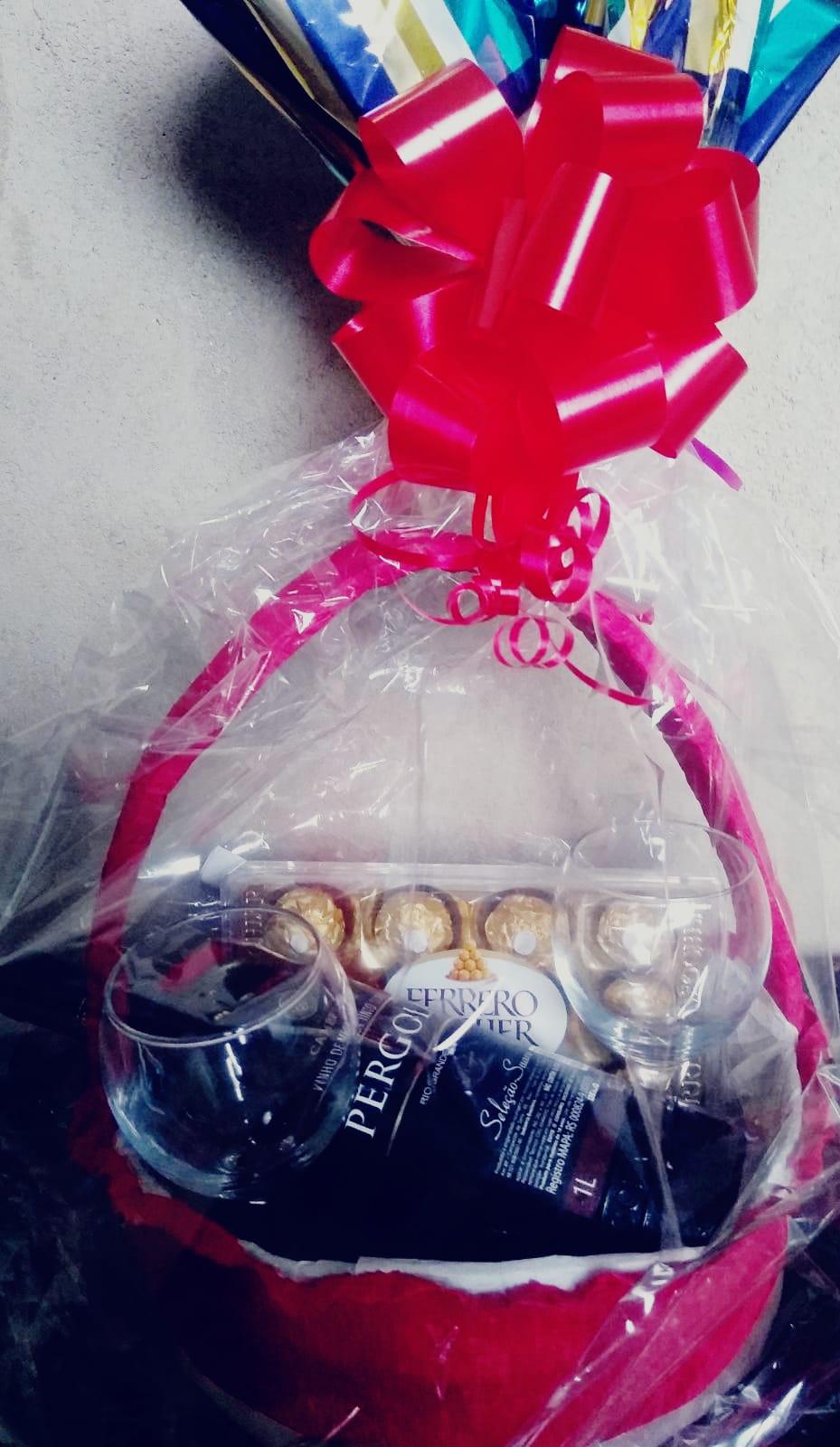 Ferrero Rocher e vinho R$165