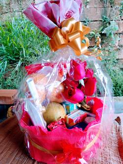 13 itens e 6 Rosas + Caneca R$ 185
