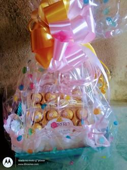 Cesta Ferrero rocher R$ 155