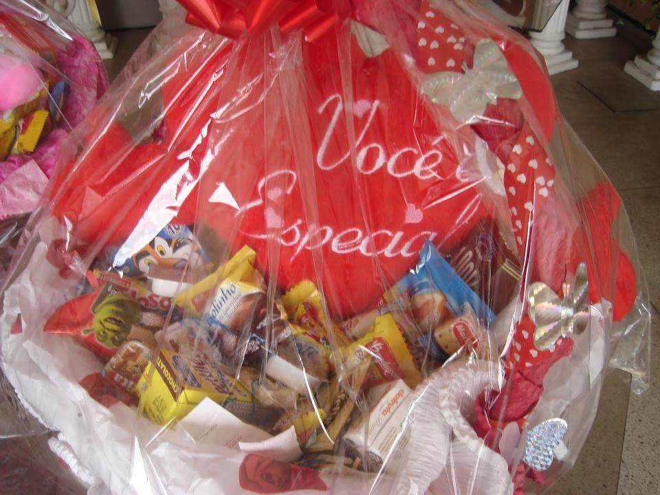 Chocolates + Pelucia coração R$ 149