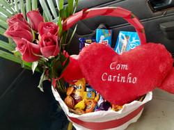 Chocolate 6 rosas e pelucia R$ 185