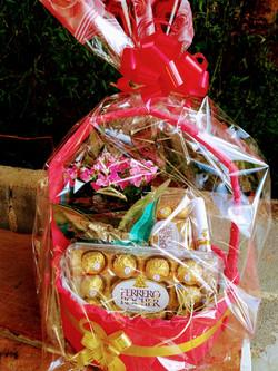 Ferrero Rocher e vaso de Flor R$ 189