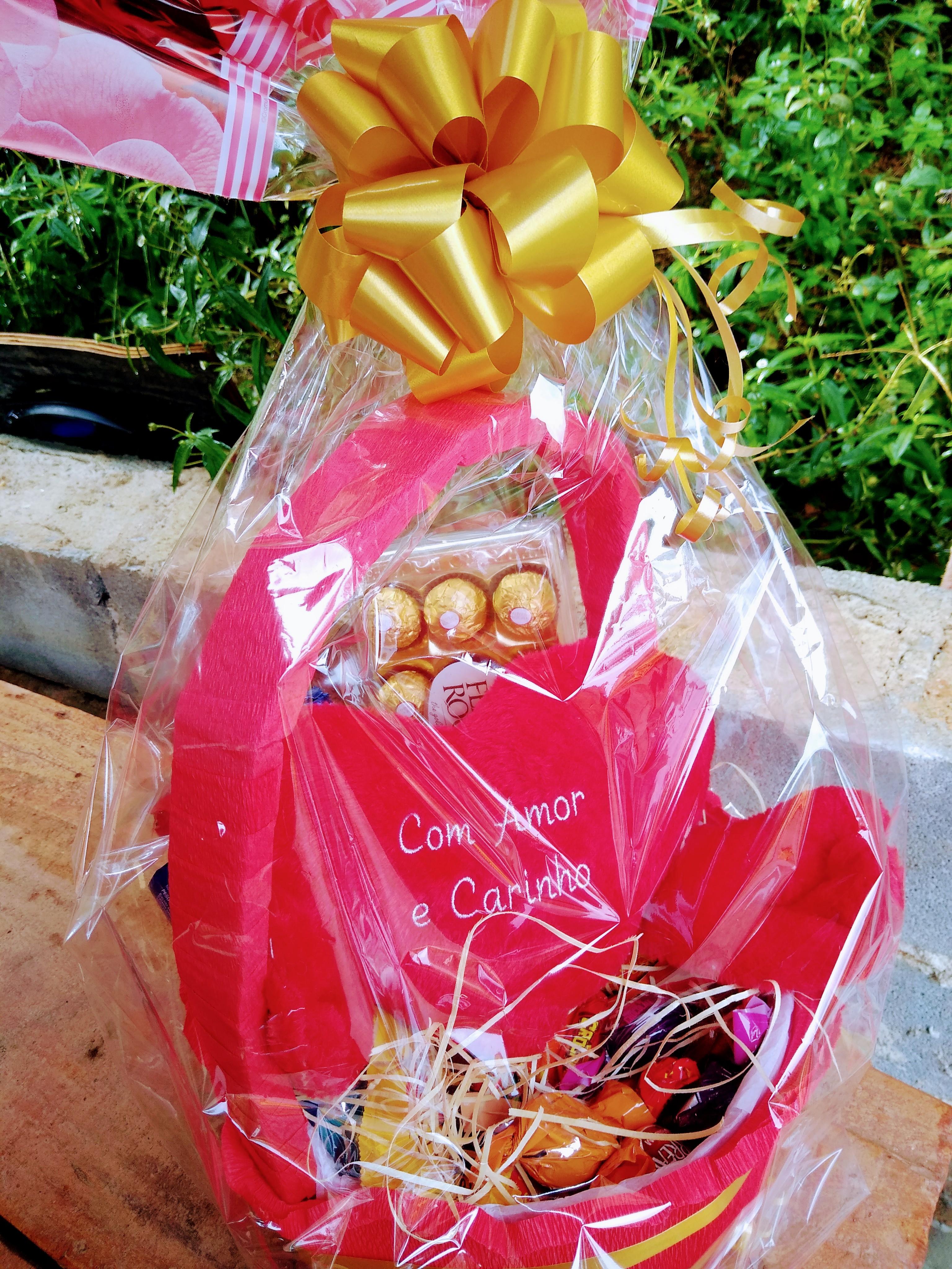 Chocolates e Pelúcia R$ 260