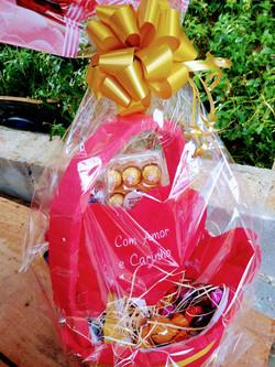 Chocolates e Pelúcia R$ 240