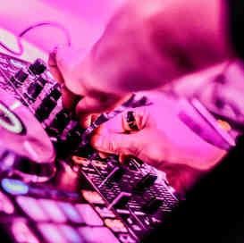 MAD Escuela - DJ Room, Pioneer SX2, Traktor, Serato, Technics 1200