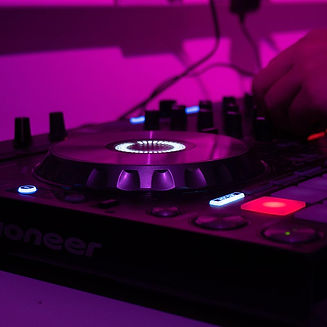 DJ2.jpg