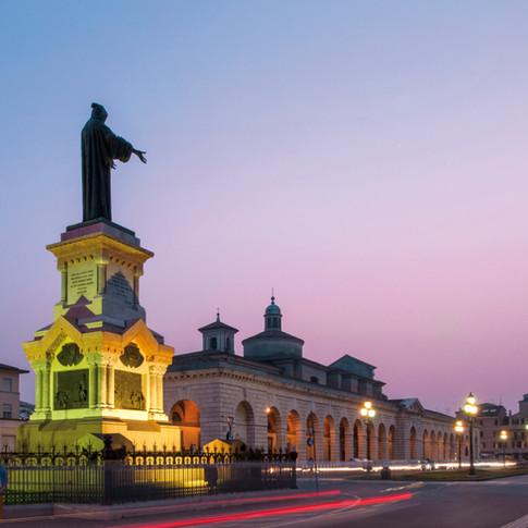 Piazzale Arnaldo-2029.jpg