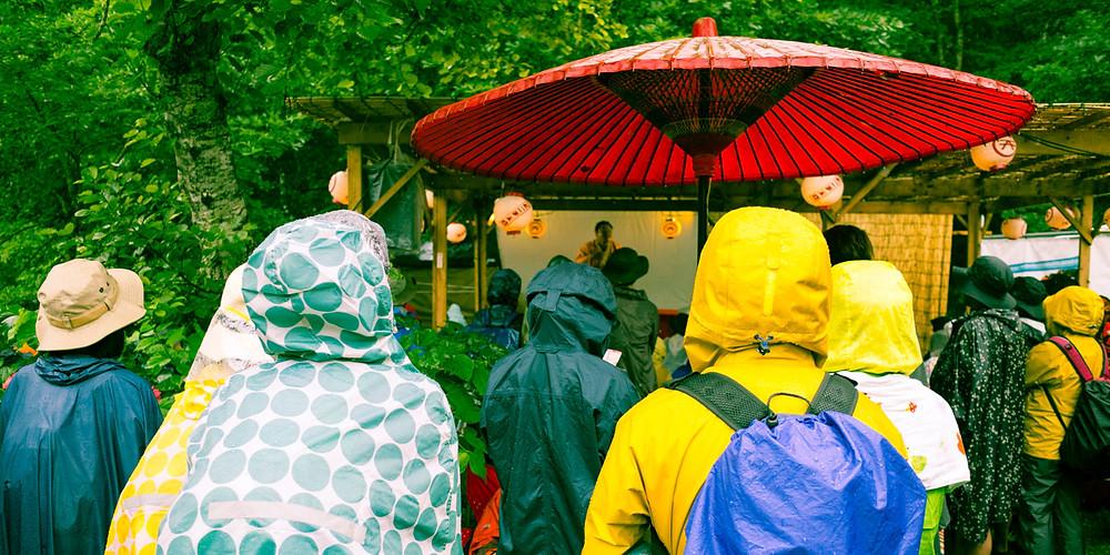 Festival goers enjoying a rakugo performance.