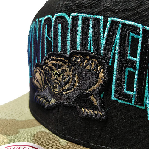 90c67a68f2ce49 Men's Vancouver Grizzlies Woodland Covert II Mitchell & Ness Black Snapback  Hat