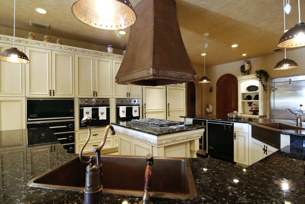 Venice ranch wide angle kitchen.jpg