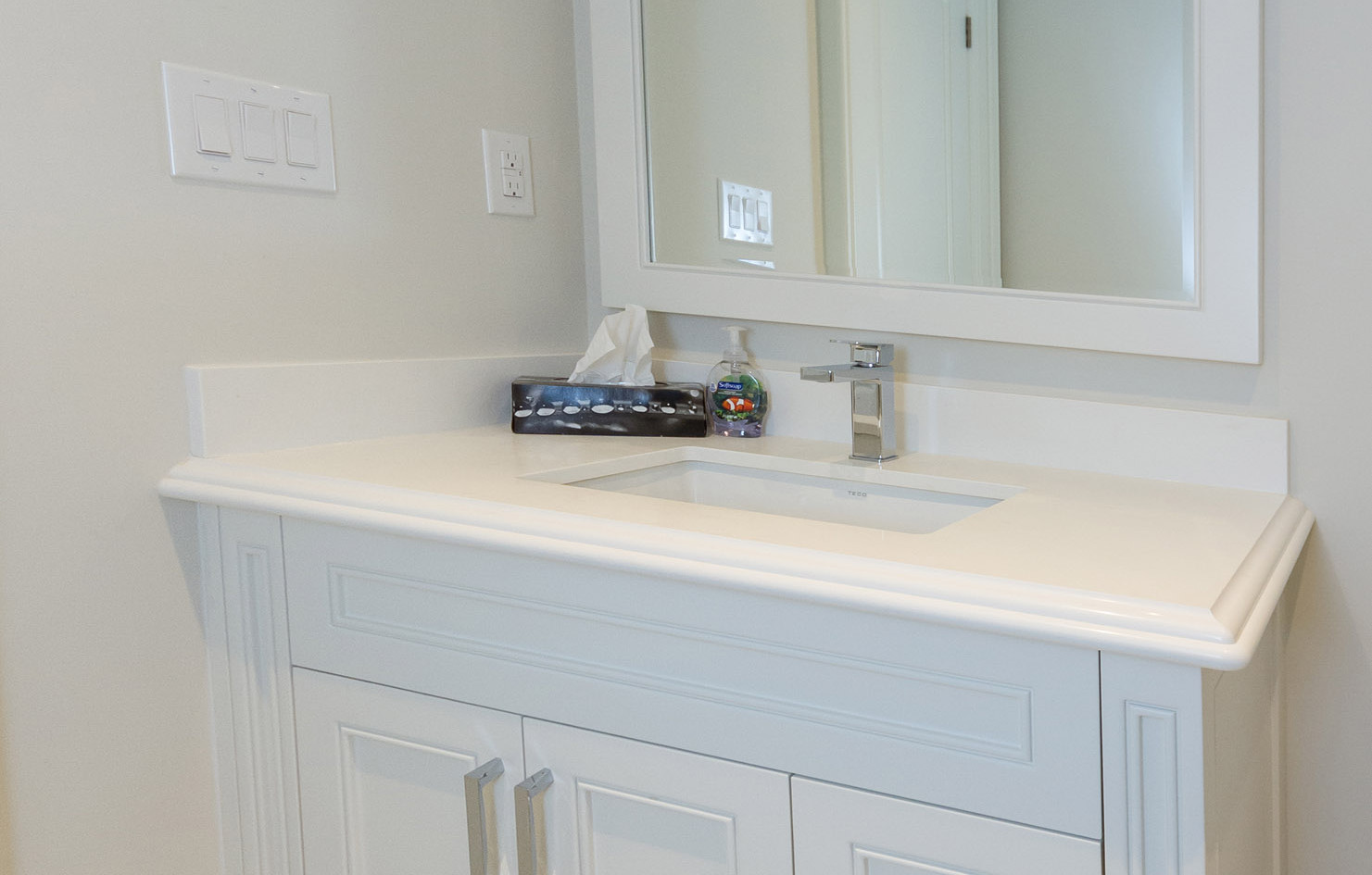 Small White Sink Vanity