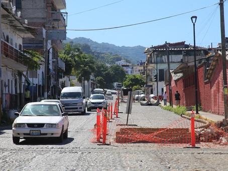 Anuncian restricción al paso vehicular en la calle Colombia