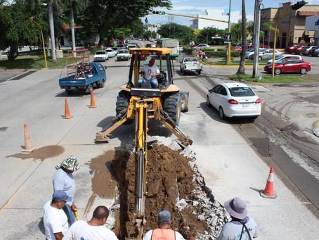 Seapal repara tubería en Avenida Francisco Villa