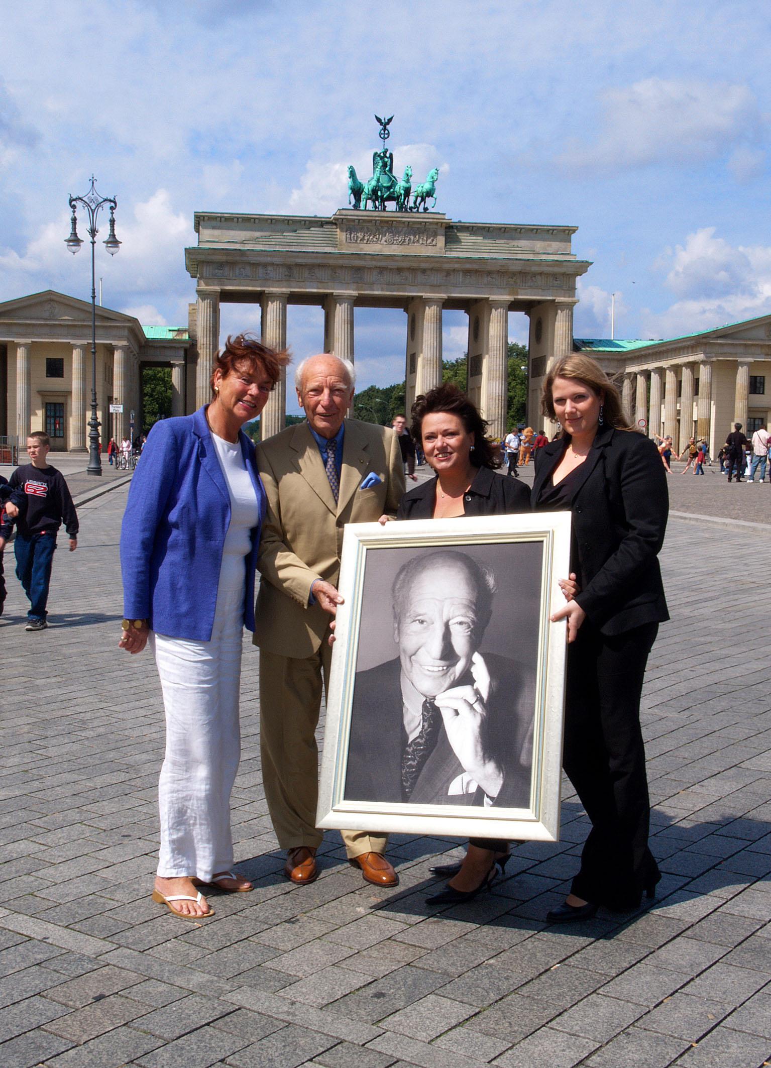 Frau Scheel, Dr Walter Scheel, Daniela Urbschat+Yvonne Huber_1