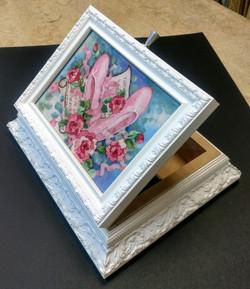 Шкатулка с использованием вышивки