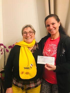 Ori Heitiare Tahiti remet un cheque de 435€ a l'AFM Téléthon
