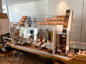 Hamburguer making robot designed exclusively for the Creator Restaurant in San Francisco