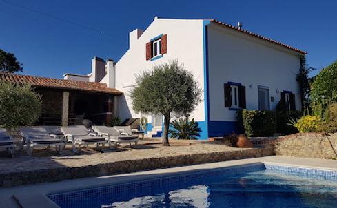 Zwembad Voorgevel Ligstoelen Quinta Charlotte