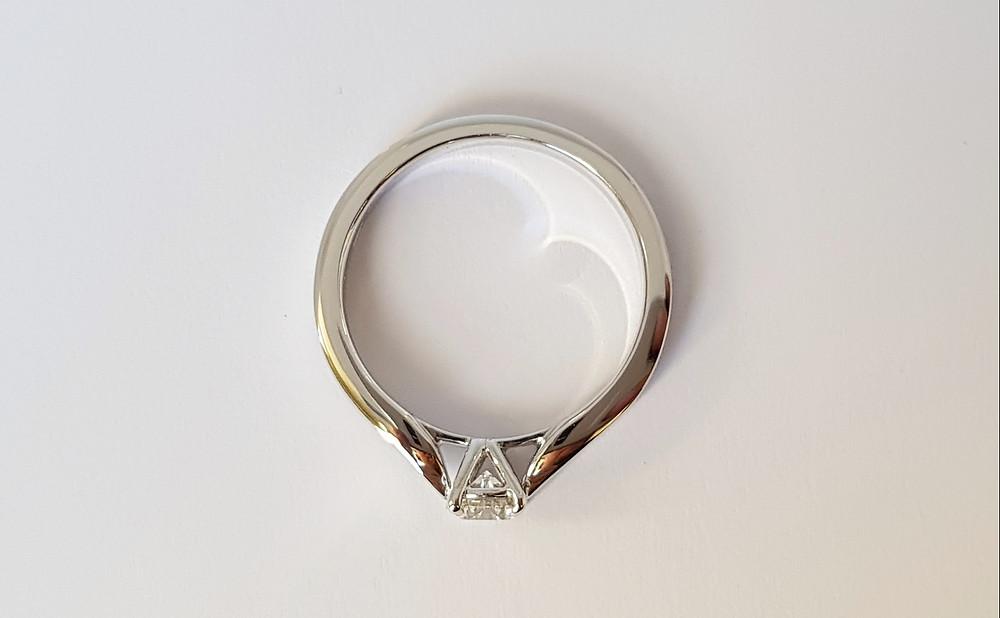 Katedrāles stila saderināšanās gredzens