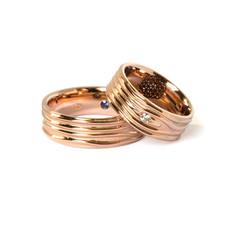 Laulību gredzeni ar reljefu formu un dārgakmeņiem