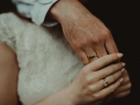 Annas un Sanda gredzenu stāsts: laulību gredzenu piemeklēšana var būt tik vienkārša!