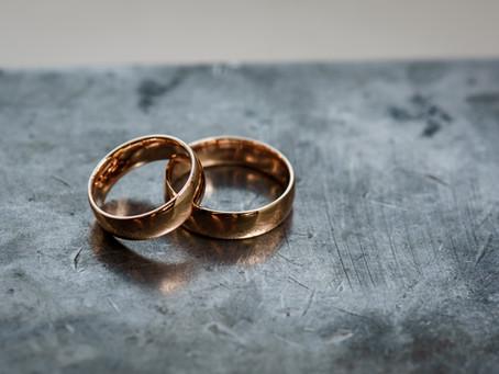 Laulību gredzens - vienkārša zelta stīpiņa vai daudz vairāk?