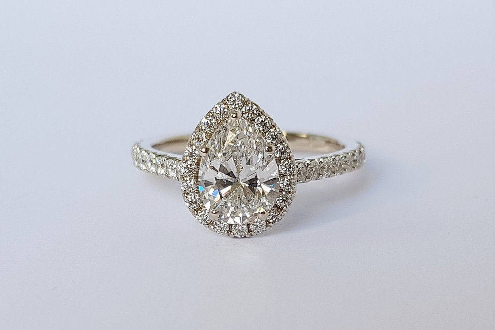 Pear shape jeb lāses formas briljanta gredzens