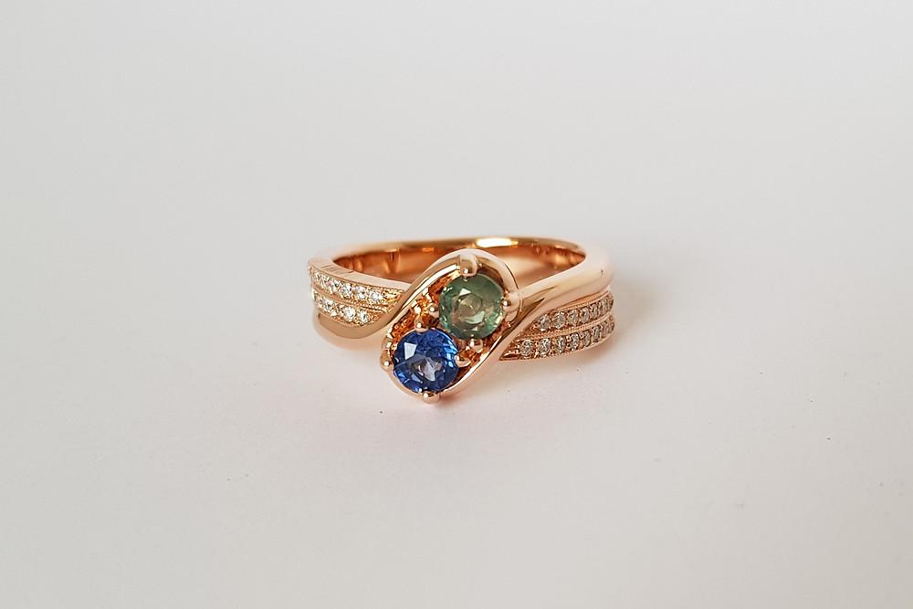 Zelta gredzens ar dārgakmeņiem
