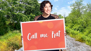 3 Reasons Why Fox's 'Call Me Kat' Is FEEL GOOD Television