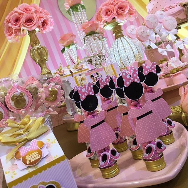 Começando o aniversário da Maria Clara completando 03 aninhos com essa linda mesa da Minnie rosa 💕�