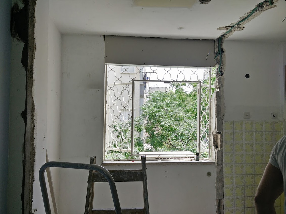 החלון החדש שנוצר שמכניס כל כך הרבה אור לבית כולו