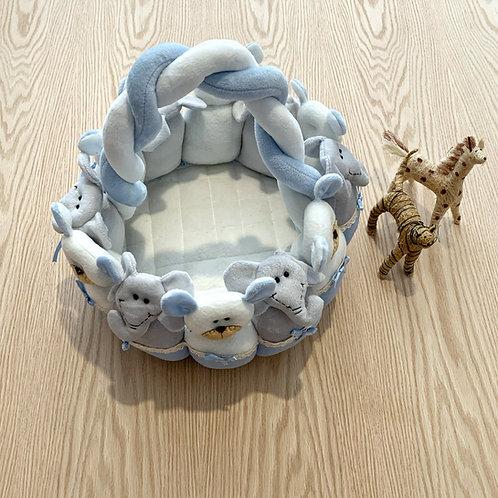Canastilla con muñecos para los Cosmeticos del bebe color azul