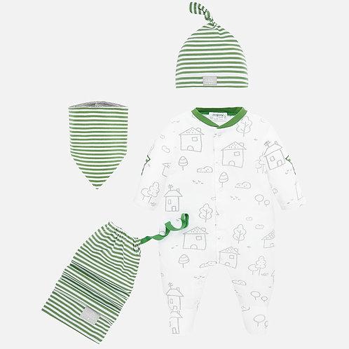 Conjunto Gorro, babero y pijama